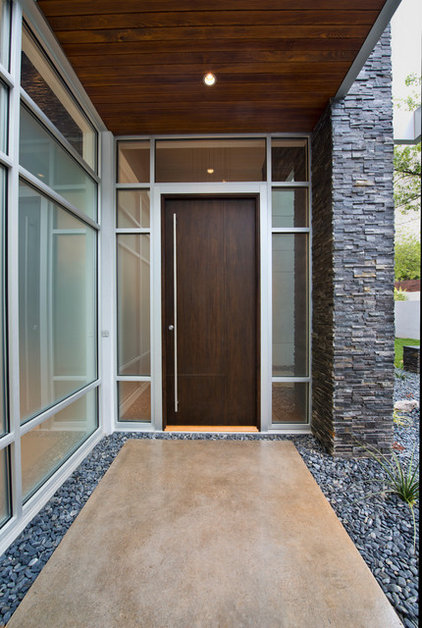 Modern Entry by CRFORMA DESIGN:BUILD