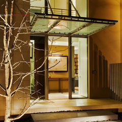 modern entry by Shubin + Donaldson Architects, Inc.
