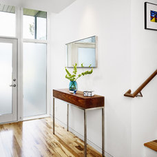 modern entry by Alterstudio