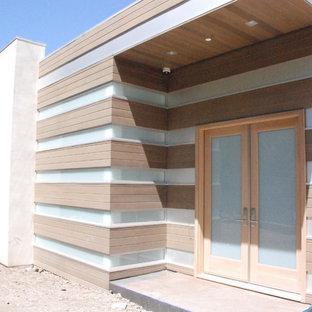 Example of a trendy entryway design in Los Angeles