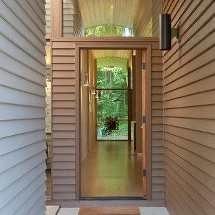 Réalisation d'une entrée vintage de taille moyenne avec un sol en liège et une porte simple.