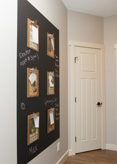Transitional Entry by LeAnne Bunnell Interiors Inc.
