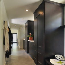 Modern Entry by FGY Architects