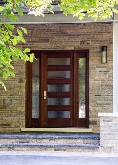 Contemporary Entrance by David Small Designs