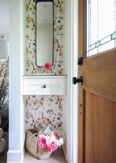 Klassisk Entré by Simply Home Decorating