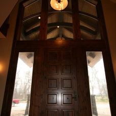Traditional Entry by Regency Builders Inc.