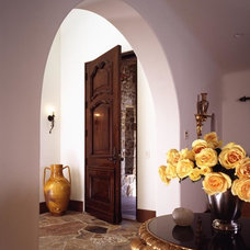 Traditional Entry by Chelsea Court Designs