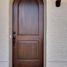 Traditional Entry by Blake Shaw Homes, Inc