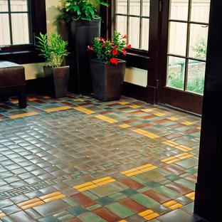 Immagine di un ingresso stile americano con pavimento con piastrelle in ceramica e pavimento verde