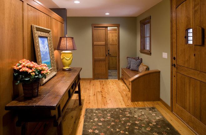 Traditional Entry by Streeter & Associates, Inc.