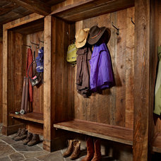 Rustic Entry by Yellowstone Traditions