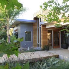 Modern Entry by MTLA- Mark Tessier Landscape Architecture