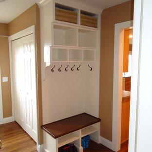 Источник вдохновения для домашнего уюта: прихожая со шкафом для обуви в классическом стиле