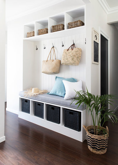 Beach Style Entry by Donna Guyler Design