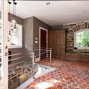 Foto de entrada contemporánea con paredes grises, suelo de baldosas de terracota, puerta simple y puerta de madera oscura
