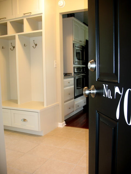 traditional entry mudroom