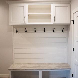 Idéer för att renovera en stor funkis ingång och ytterdörr, med grå väggar, vinylgolv, en enkeldörr, en vit dörr och brunt golv