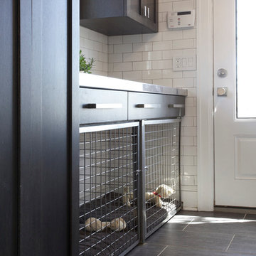 Mudroom w/ Built in Dog Crate/Dog Cage/Dog Bed