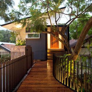 Diseño de puerta principal contemporánea, de tamaño medio, con puerta simple y puerta de madera en tonos medios