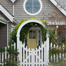 Beach Style Entry by RGN Construction