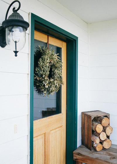 Landhausstil Eingang by Ellie Lillstrom Photography