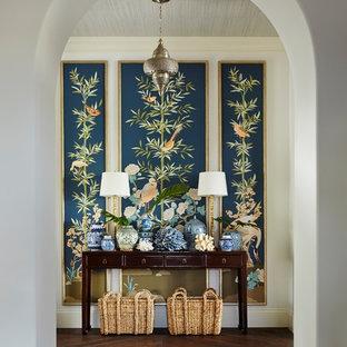 マイアミの広いトロピカルスタイルのおしゃれな玄関の写真