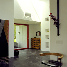 Modern Entry by House + House Architects