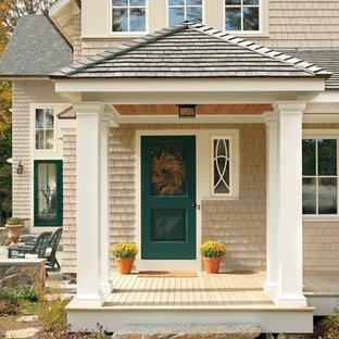 Свежая идея для дизайна: входная дверь в классическом стиле с одностворчатой входной дверью и зеленой входной дверью - отличное фото интерьера