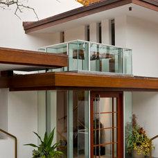 Contemporary Entry by JMKA | architects
