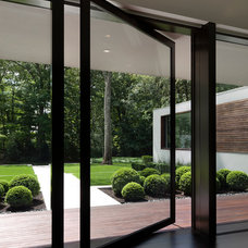 Modern Entry by Specht Harpman Architects
