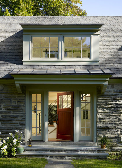 Traditional Entry by Krieger + Associates Architects Inc
