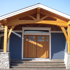 Traditional Entry by Great West Timber Frames