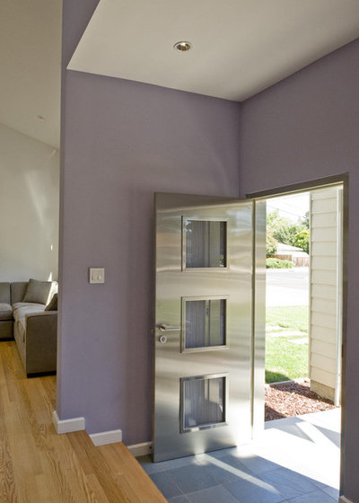 Contemporary Entry by Chris Donatelli Builders