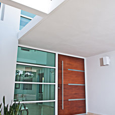 Contemporary Entry by URBAN VENTURE GROUP, CHARLOTTE