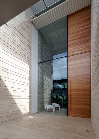 Contemporary Entrance by Greg Shand Architects