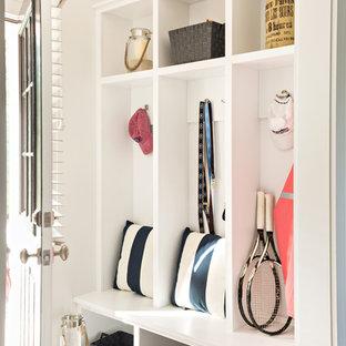 Ispirazione per un piccolo ingresso con anticamera classico con pareti bianche