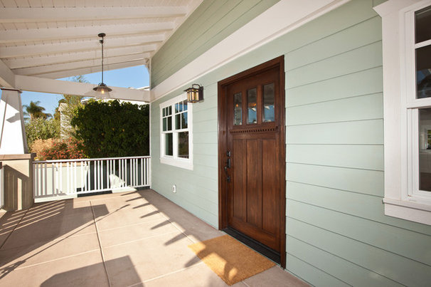 Traditional Entry by Stewart Thomas Design-Build