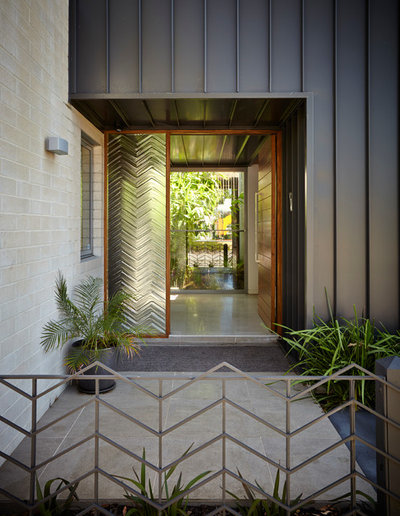 Contemporary Entry by Adam Dettrick Architects