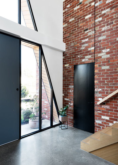 Contemporary Entrance by Ardent Architects Pty Ltd