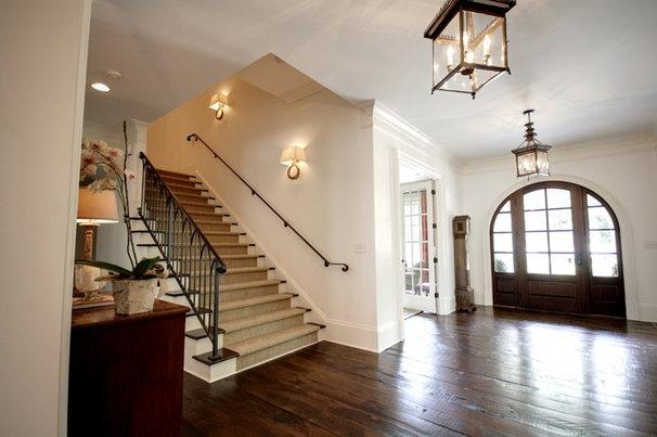 Traditional Entry by Castro Design Studio