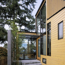 Modern Entry by David Coleman / Architecture