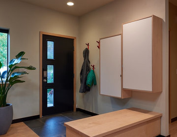 NW Open Modern Entry Closets & Shoe Bench