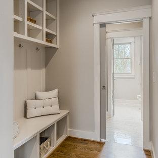Idéer för en mellanstor klassisk foajé, med grå väggar, mellanmörkt trägolv, en enkeldörr och mörk trädörr