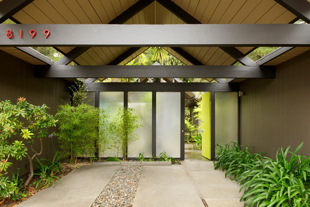 Midcentury Entry by Beckner Contracting & Management