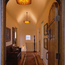 Traditional Entry by Rynerson O'Brien Architecture