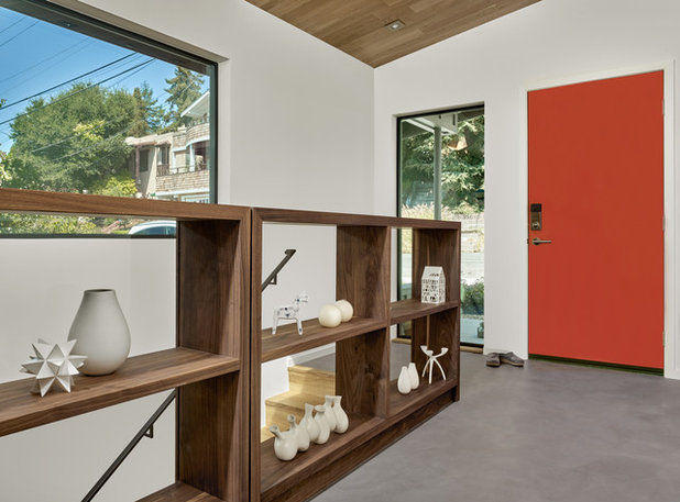 Midcentury Entry by Knock Architecture and Design
