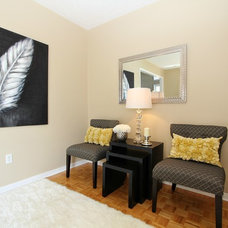 Traditional Entry by Feels Like Home 2 Me~ Home Staging in Toronto West
