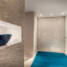 Contemporary Entry by 2id Interiors