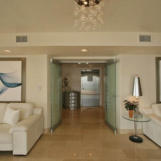 Contemporary Entry by Pathfinder Group Designs Inc.