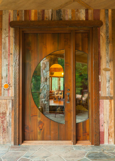 Rustic Entry by Timberwood Construction Inc.